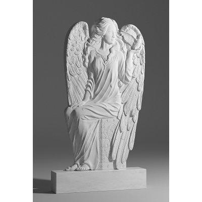 Резной памятник в виде ангела из белого мрамора