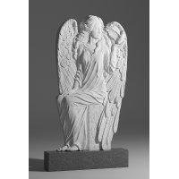 Резной памятник в виде ангела из серого гранита